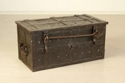 Altri mobili forziere in ferro for Mobili medievali