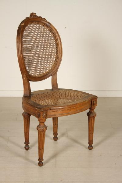 Sedie poltrone divani sedia neoclassica for Sedia horror