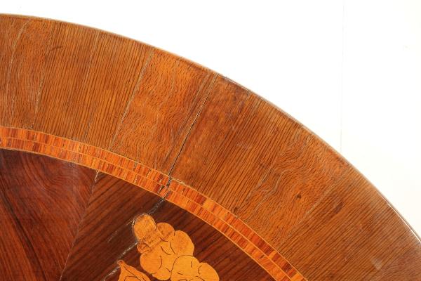 Tavolo rotondo intarsiato restaurazione - Tavoli ...